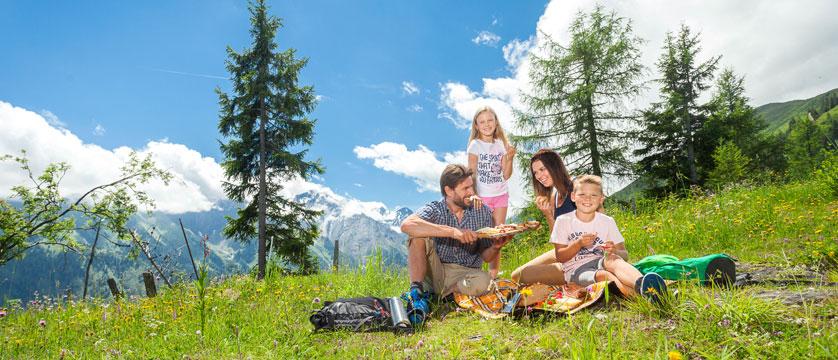 Vacances en famille dans les lacs et les montagnes